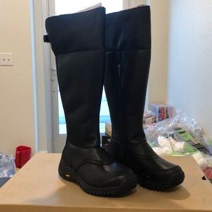 Ugg Miko Black size 7 fur lined, vibram sole